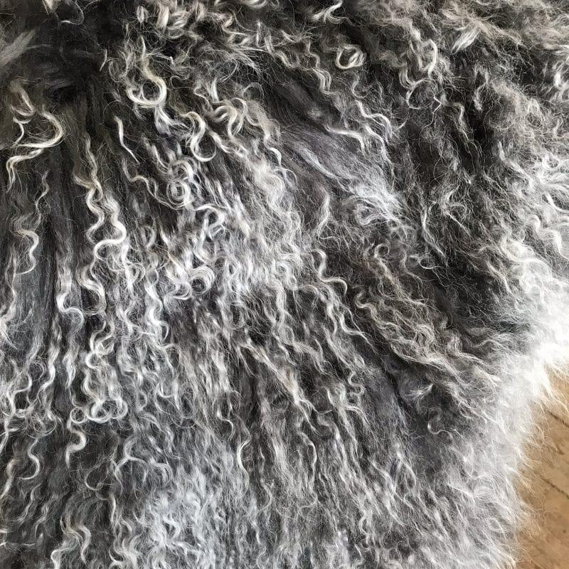 Långhårigt lockigt lammskinn grey snowtop